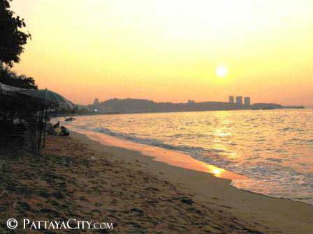dusk in central town, Pattaya City.jpg