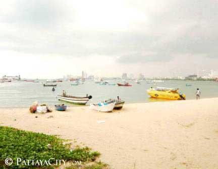 Jomtien boating beneath perfect overcast sunshine, Pattaya City.jpg